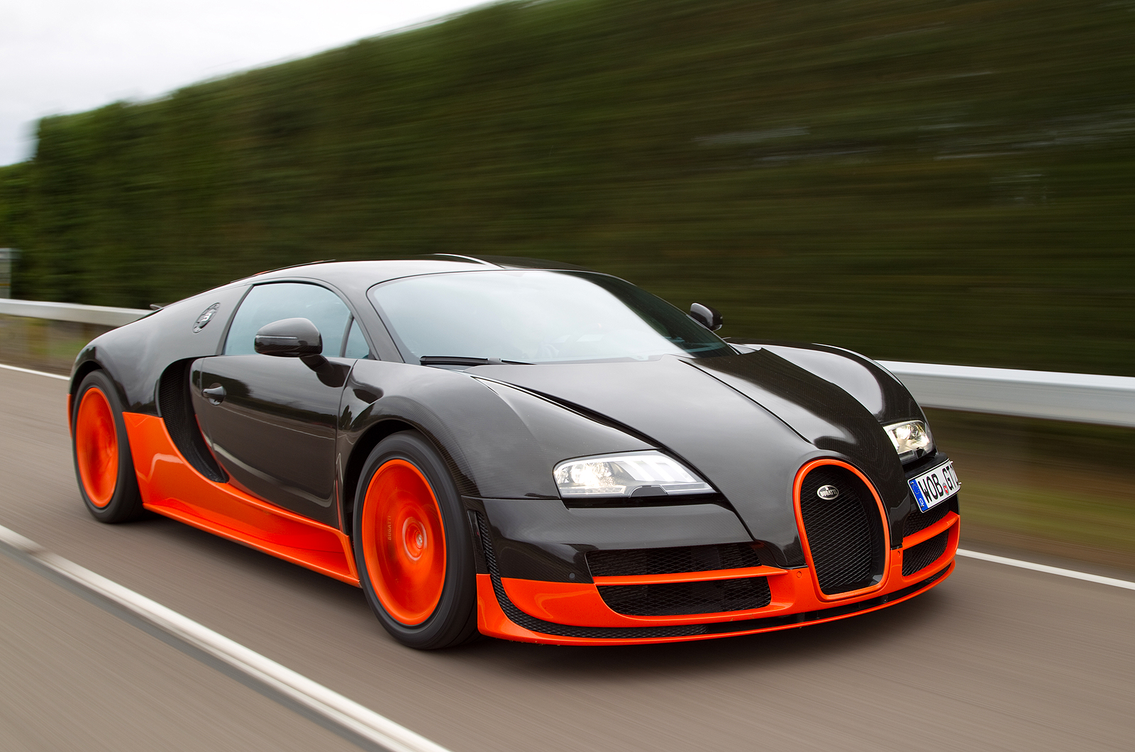 bugatti veyron super sport gold and black engine information. Black Bedroom Furniture Sets. Home Design Ideas