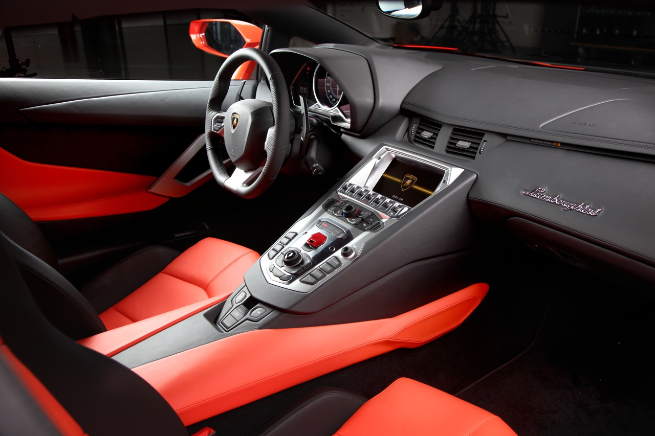 Lamborghini aventador interior rzbv4vvs engine information for Interieur voiture de luxe